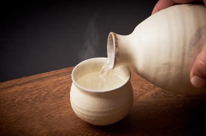 Photo of 日本酒兌水喝會更美味?專家推薦讓日本酒更美味的簡單方法~